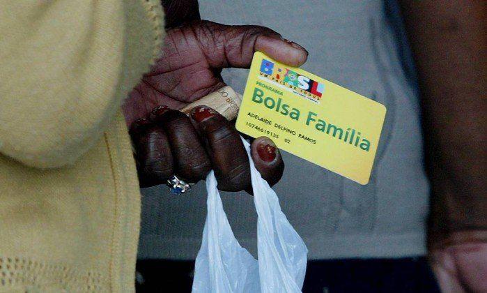 Como as famílias saem do Programa Bolsa Família?